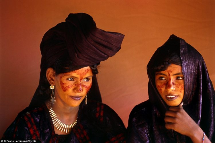 Class system Tuareg women pictured in Niger The Tuareg are divid a 11 1435129466227
